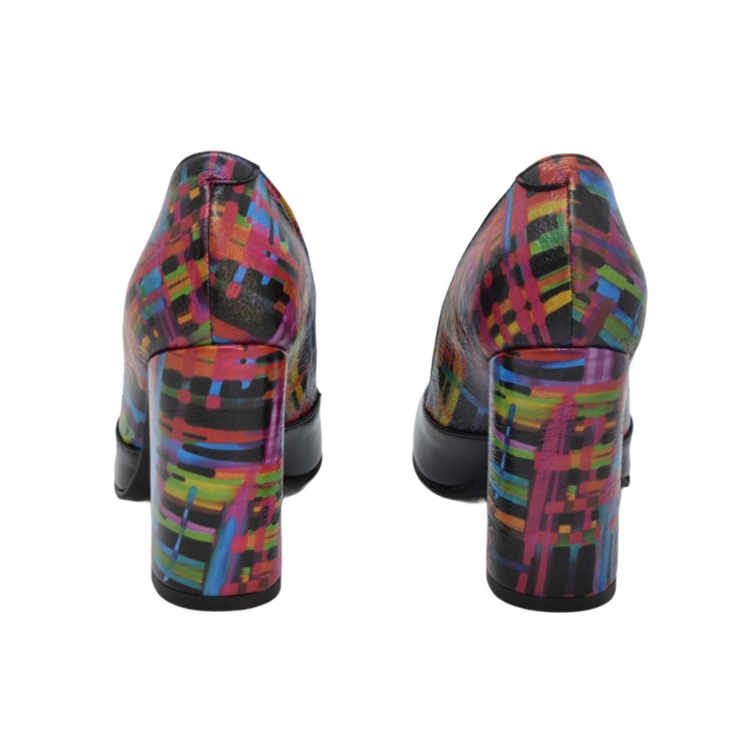 Pantofi negri cu model colorat abstract