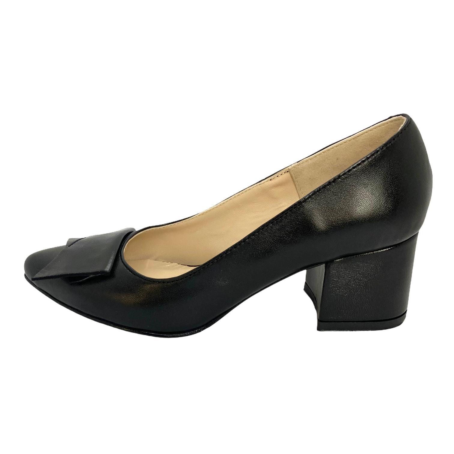 Pantofi negri cu accesoriu din piele