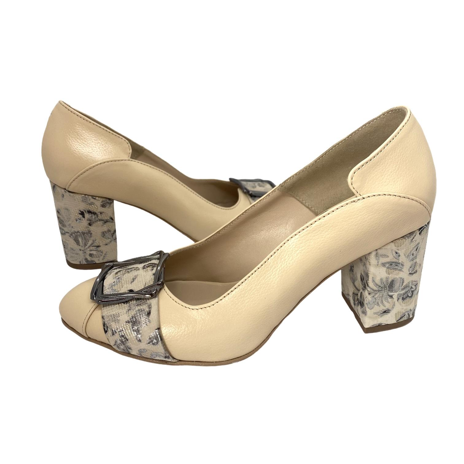 Pantofi bej cu catarama