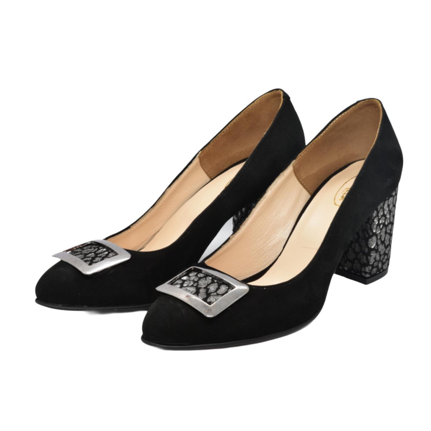 Pantofi negri cu accesoriu metalic si toc cu model