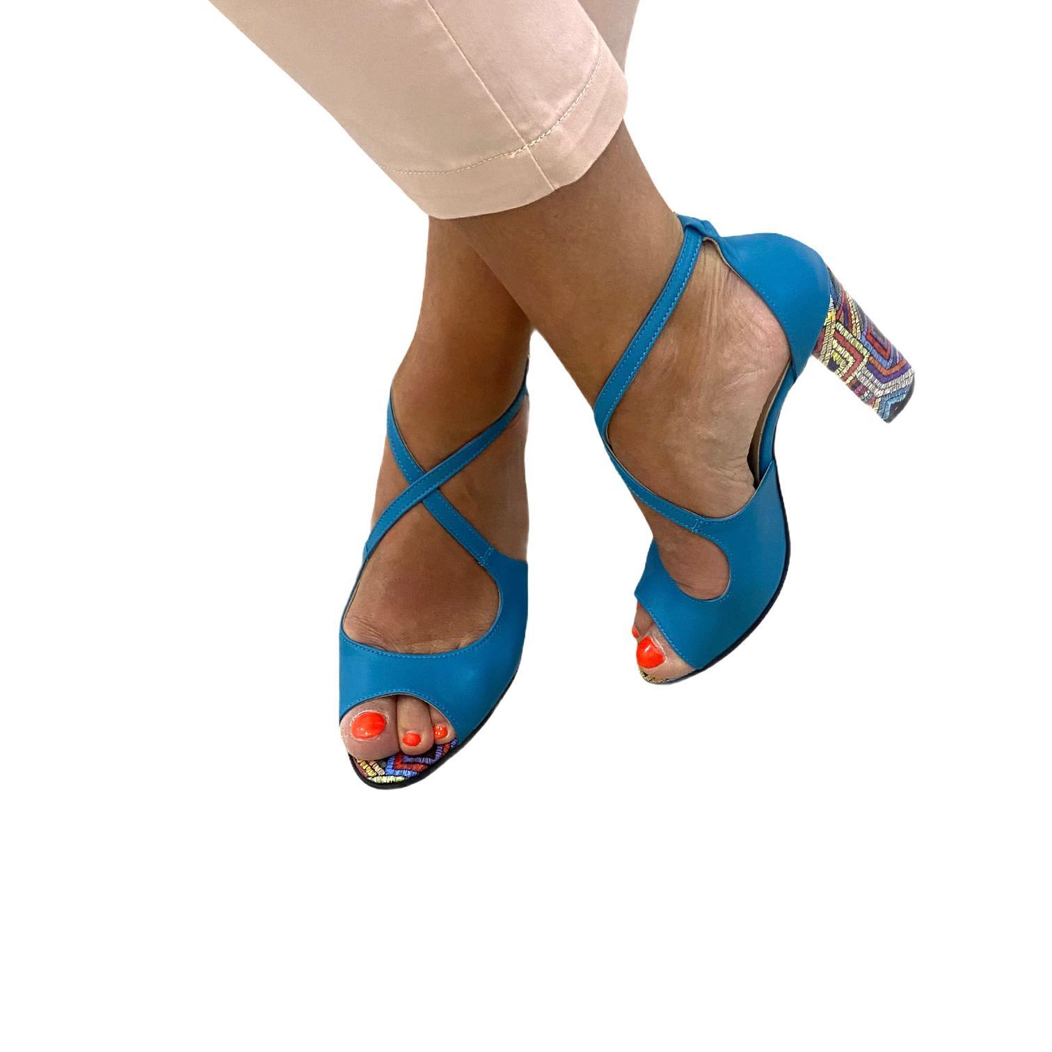 Sandale albastre cu toc colorat si barete incrucisate