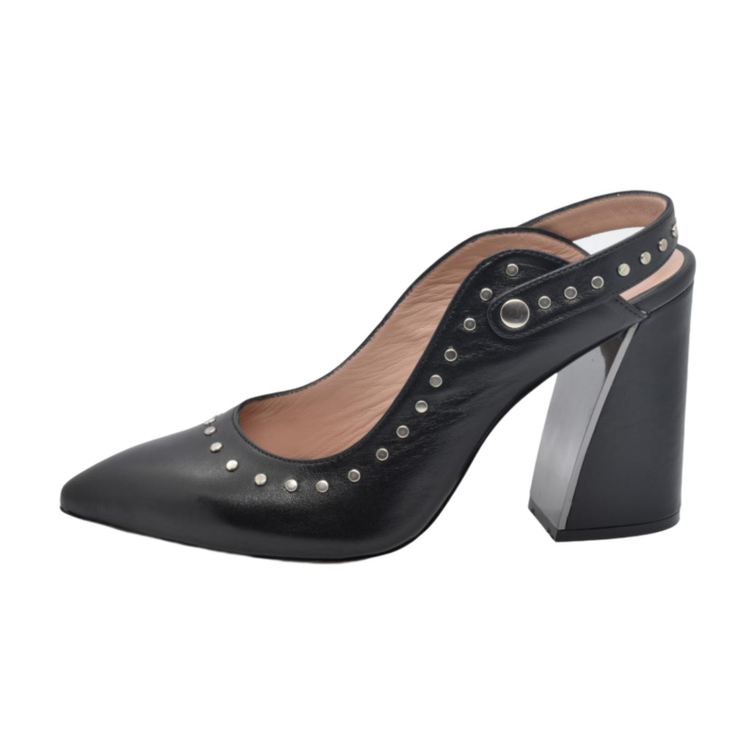 Pantofi decupati negri cu detalii