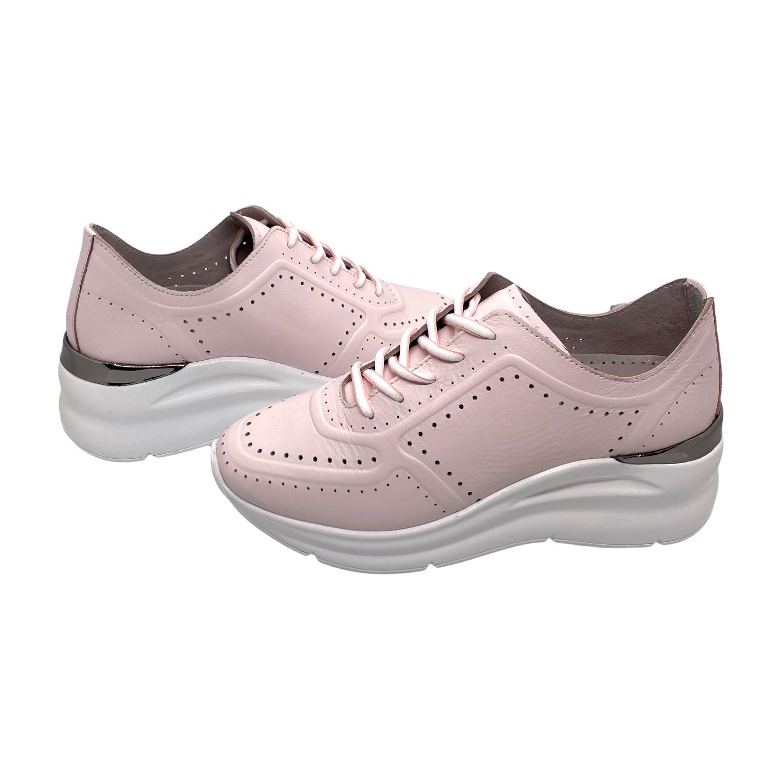 Pantofi sport roz cu perforatii si detaliu argintiu