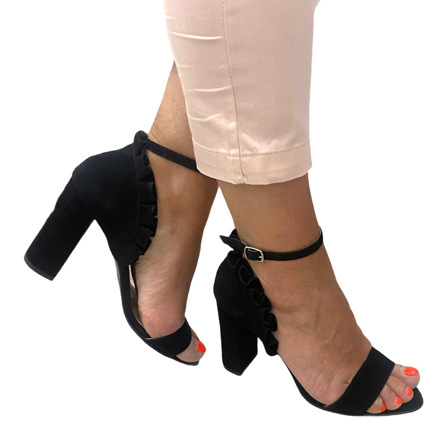 Sandale negre cu volanase
