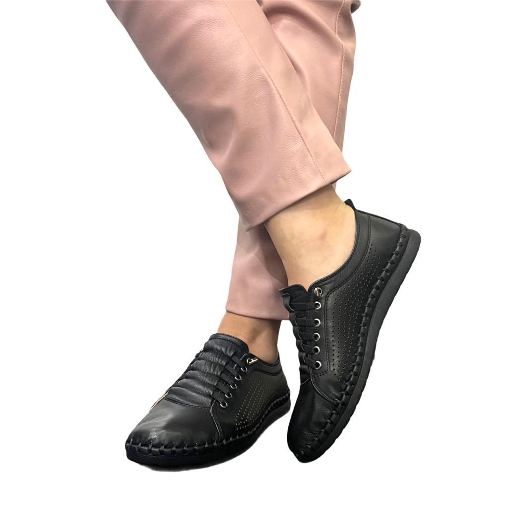 Pantofi negri perforati cu siret